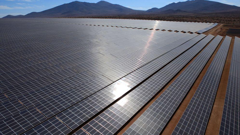 Foto: Foto de recurso de una macroplanta fotovoltaica. (EFE)