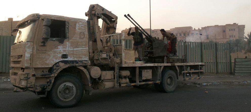 Foto: Milicianos del Estado Islámico de Irak y Siria (ISIS) sobre un vehículo en las calles de Tikrit, tras la ofensiva de la milicia. (Reuters)