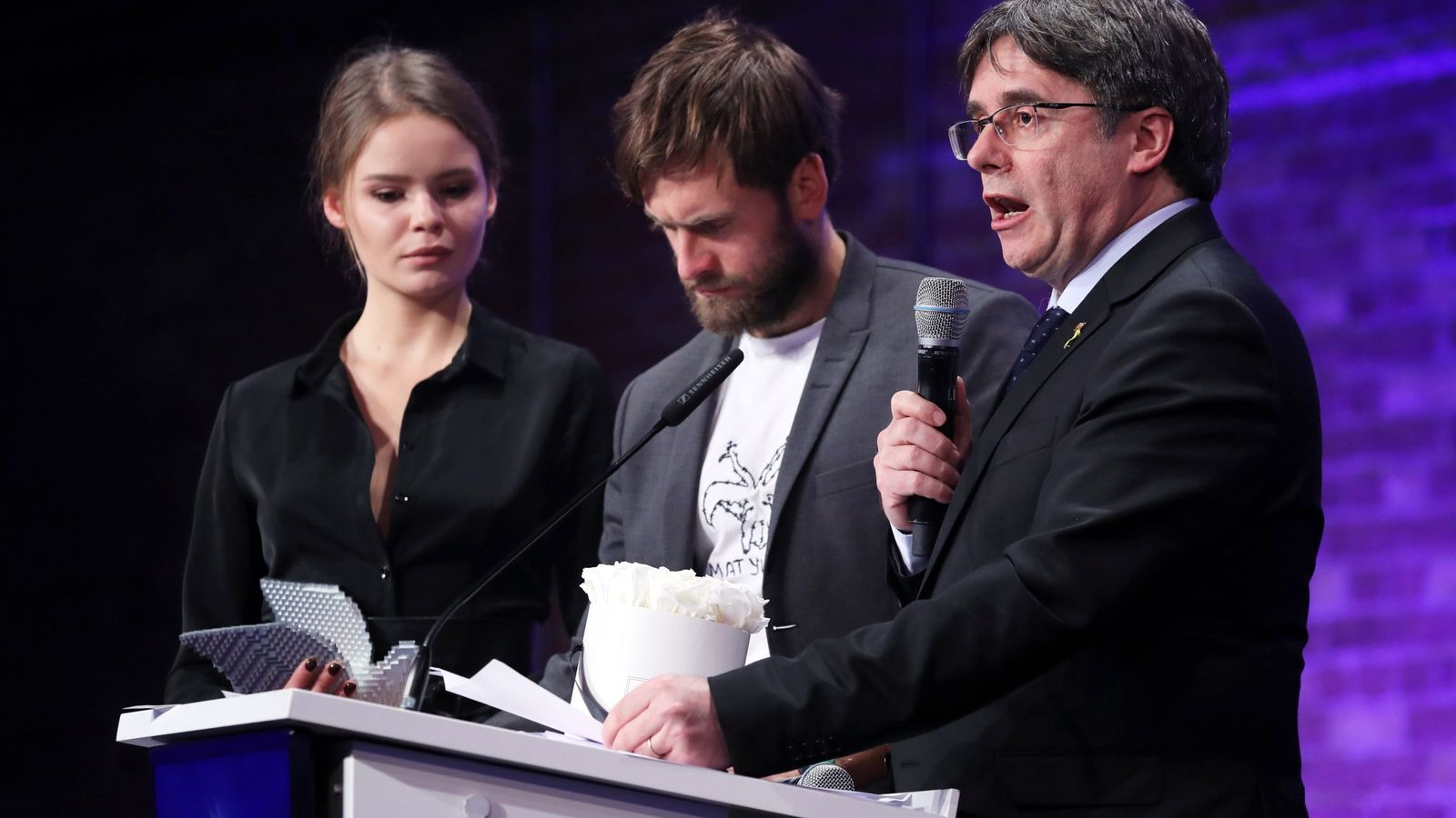 Foto: Puigdemont, durante la entrega de premios. (EFE)