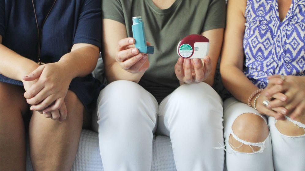 Foto: Tras ser diagnosticadas con asma ocupacional, las trabajadoras tienen que medicarse a diario. (C. Suárez)