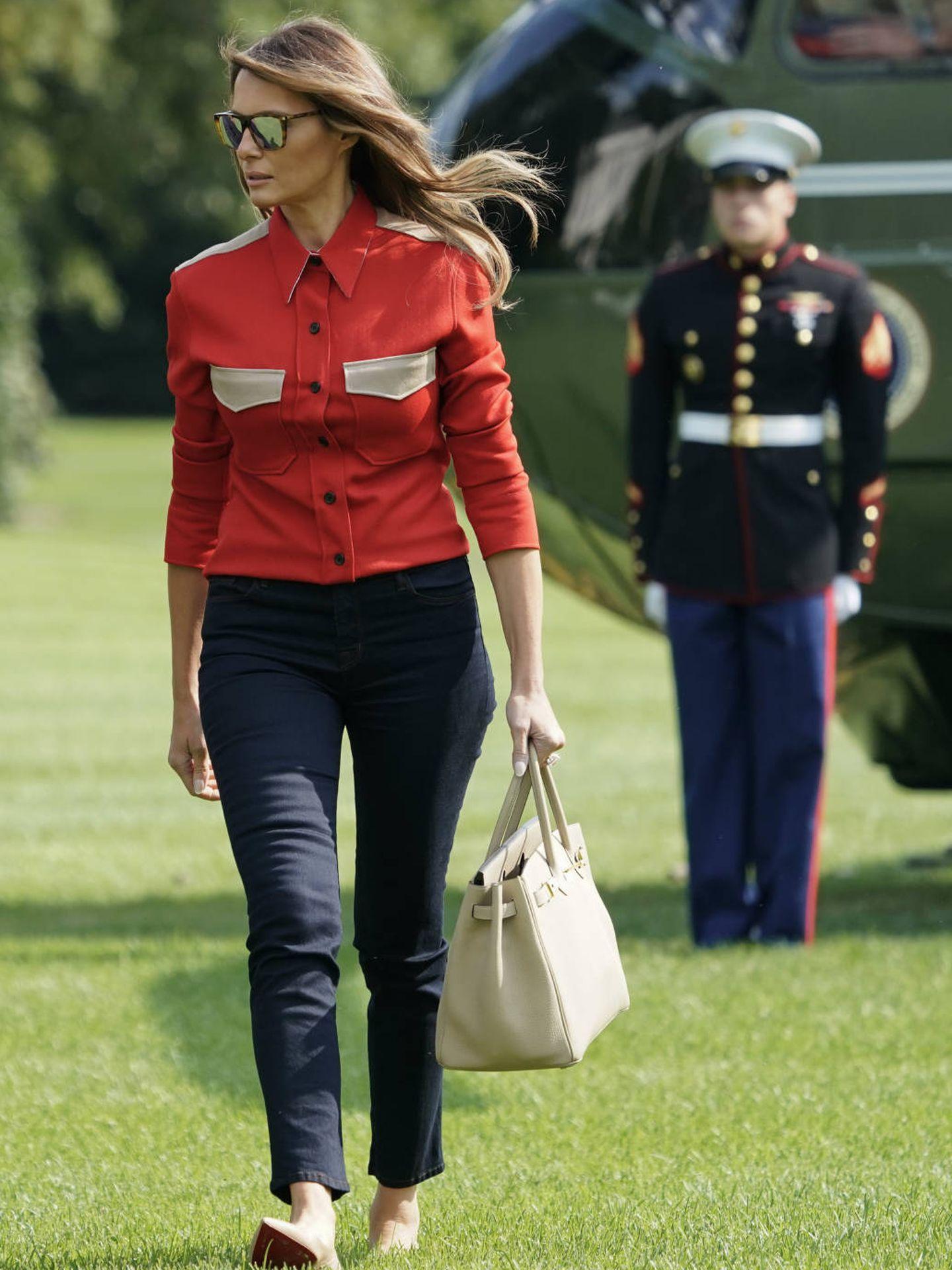 Melania Trump con su estilismo de la polémica. (Gtres)