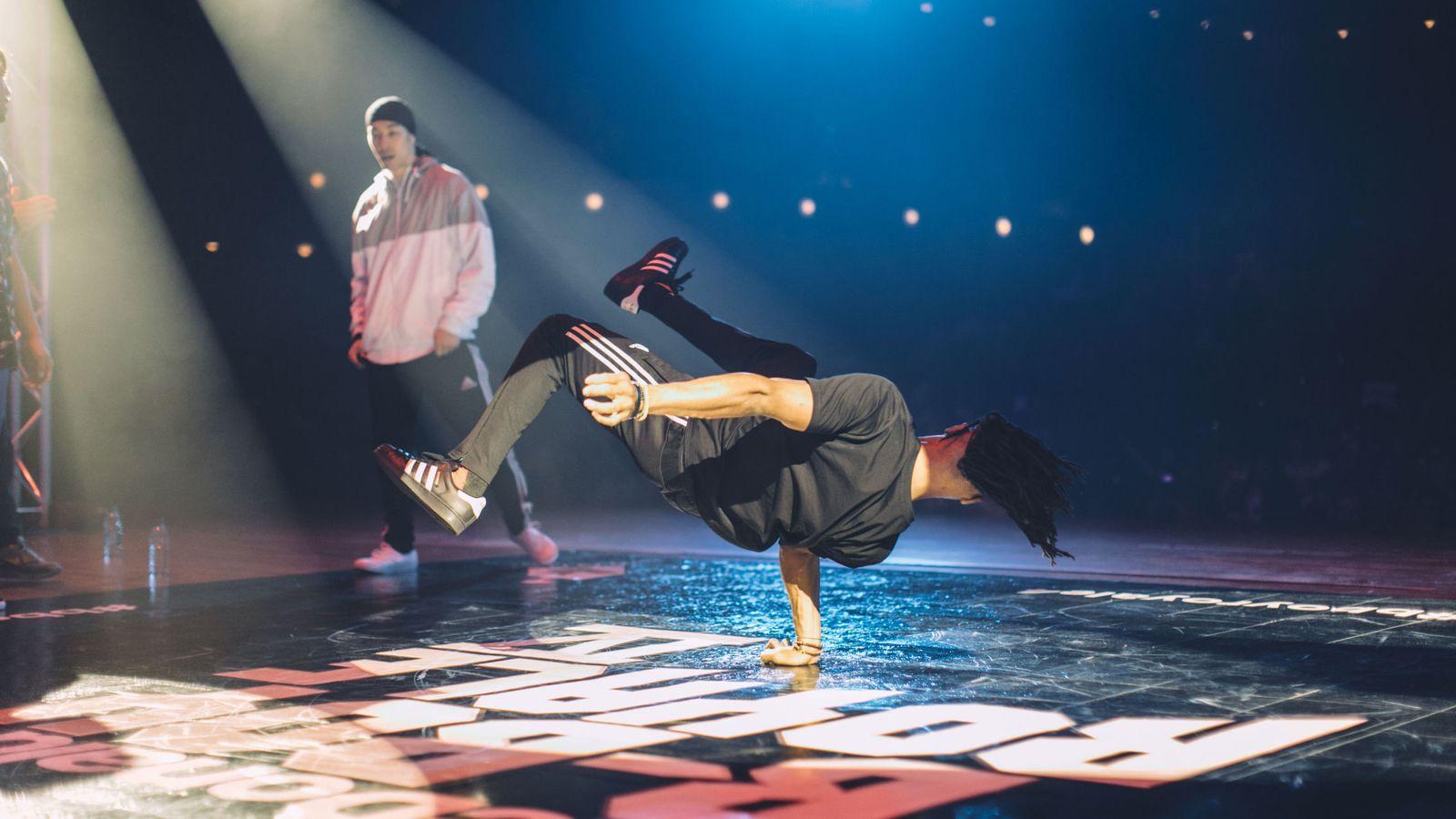 Foto: Un bailarín de breakdance muestra sus dotes en una competición celebrada en Nueva York. (EFE)