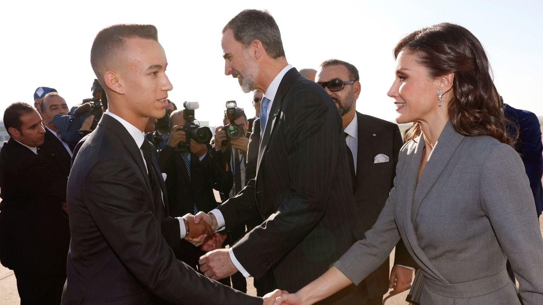 El príncipe heredero de Marruecos recibe a los Reyes de España en 2019. (EFE)