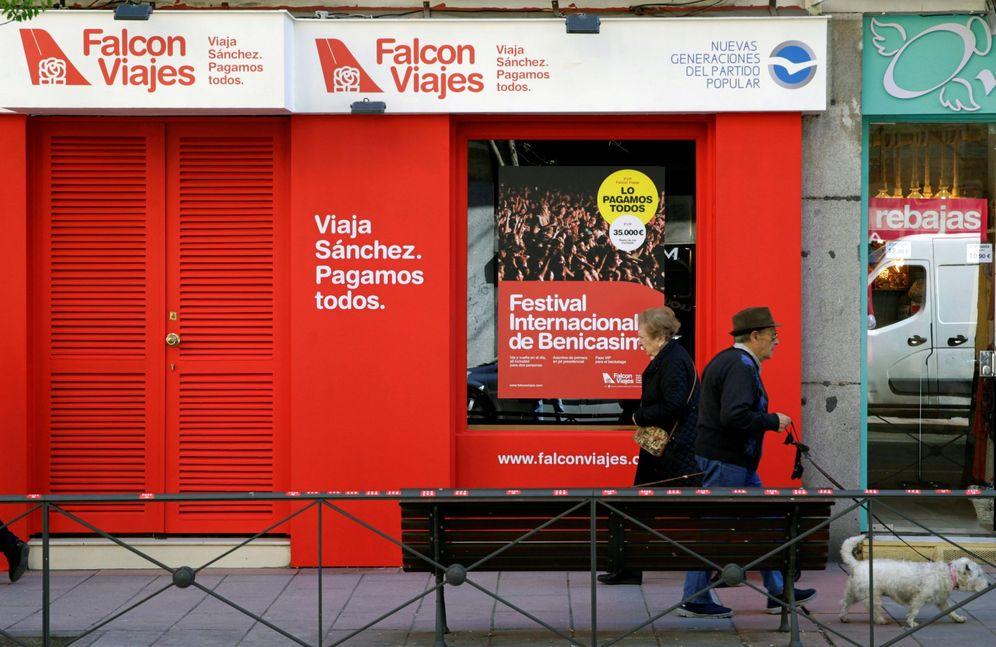 Foto: La sede de Falcon Viajes junto a la sede del PSOE. (EFE)