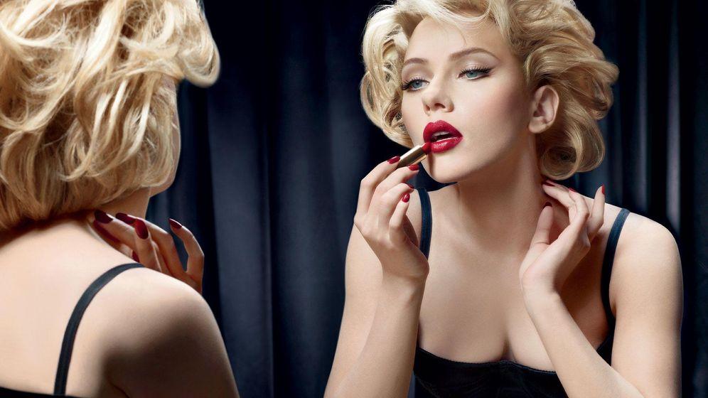 Foto: Maravillosa Scarlett. Ella sí lo sabe todo sobre el lipstick. (Foto: Dolce & Gabbana)
