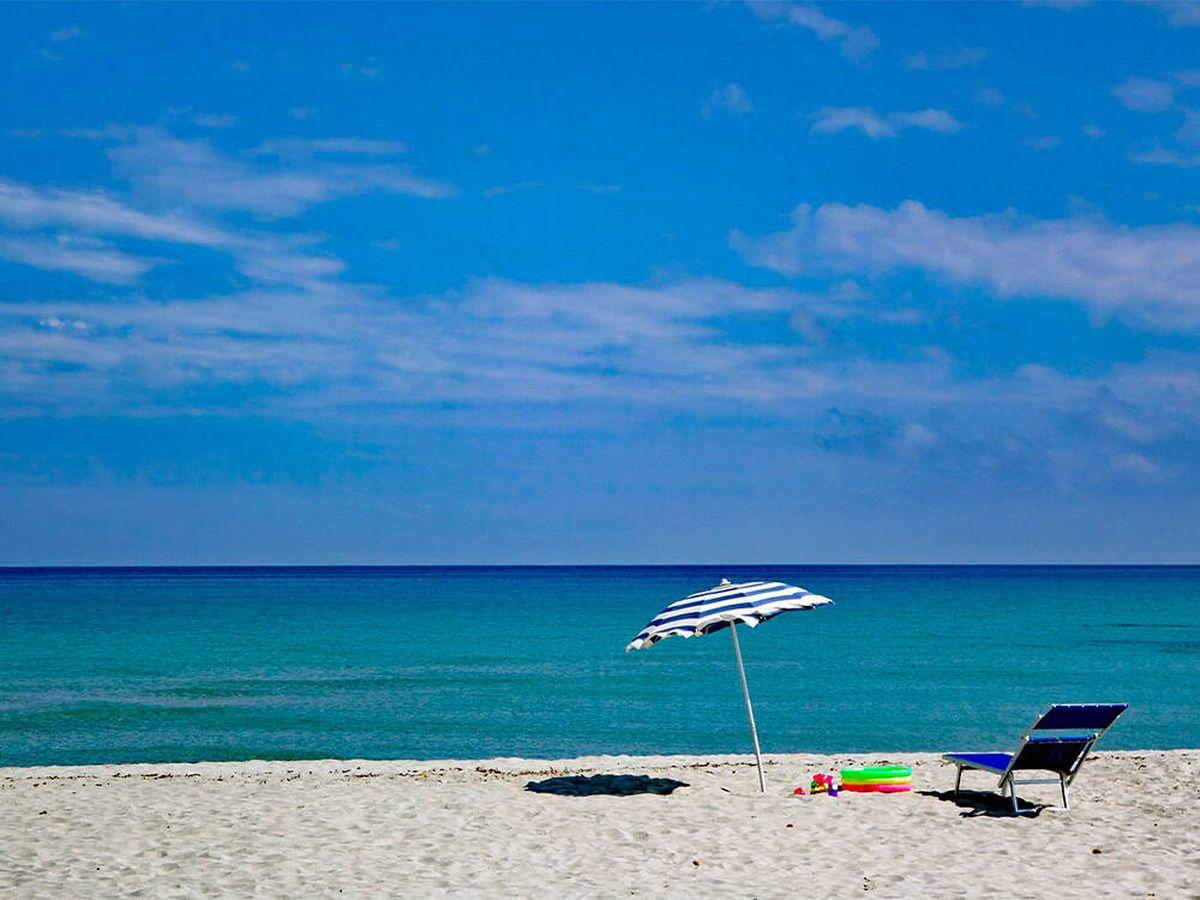 Foto: Sombrillas de Leroy Merlin tanto para playa como piscina (Pixabay)