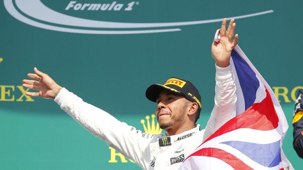 Foto: Lewis Hamilton, celebrando la victoria en Canadá. (EFE)