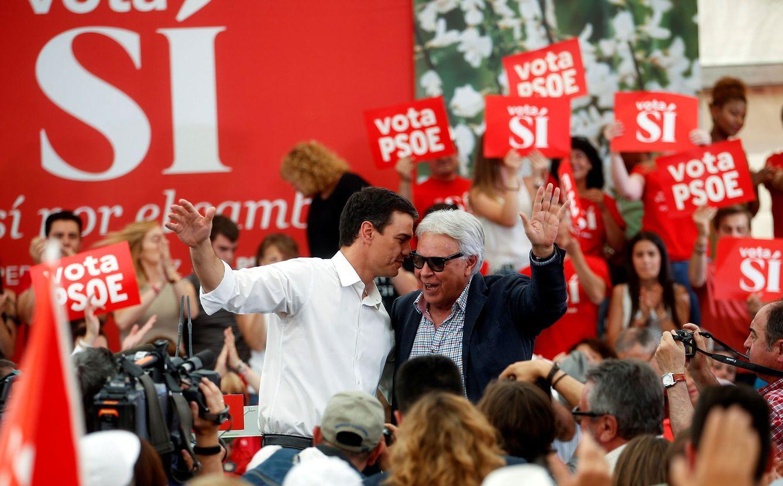 Foto: Pedro Sánchez y Felipe González, en el penúltimo mitin de campaña del 26-J, el pasado 24 de junio en el distrito madrileño de Villaverde. (Reuters)