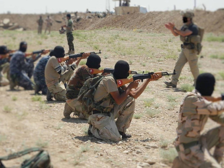 Foto: El equipo de instructores móviles del Ejército español desplegado en el norte de Irak. (Fuente: web del Estado Mayor de la Defensa)