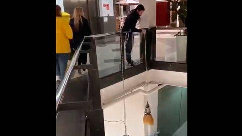 Cómo robar dos jamones en un supermercado a la vista de todo el mundo