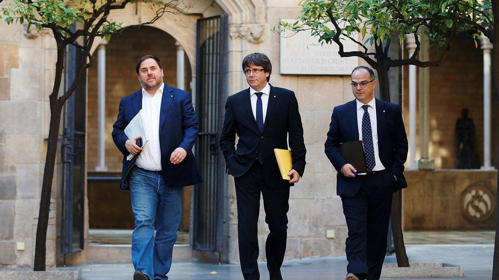 Foto: El presidente de la Generalitat, Carles Puigdemont (c), su vicepresidente, Oriol Junqueras (i) y jordi Turull (d). (EFE)
