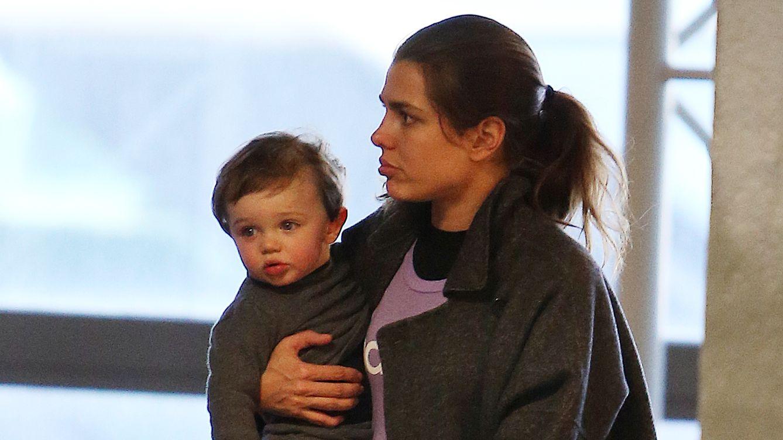 Foto: Carlota Casiraghi y su hijo Raphaël dejan Los Ángeles y ponen rumbo a Mónaco