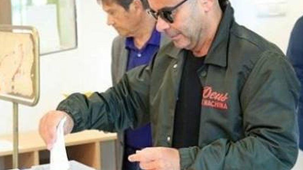 Foto: Jorge Javier Vázquez votando. (IG)