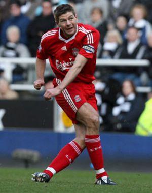 El Liverpool golea al Newcastle y conserva el liderato