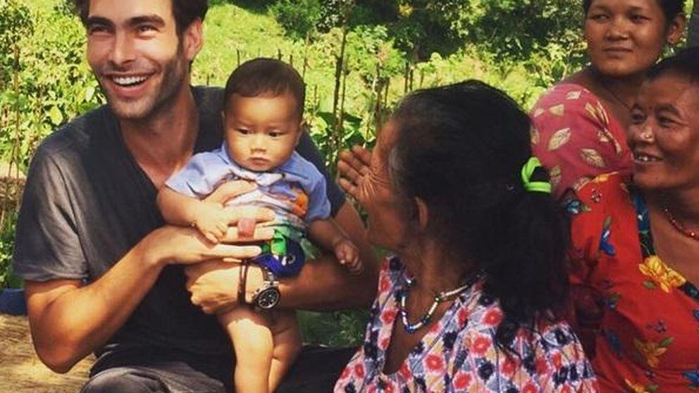 Jon Kortajarena, un guaperas que salva niños en Nepal