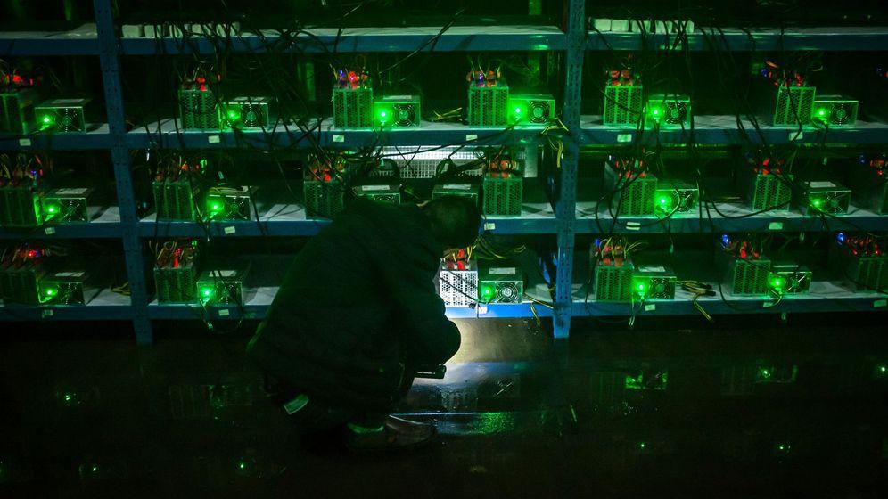 Foto: Centro de minado de bitcoin en China. (EFE)