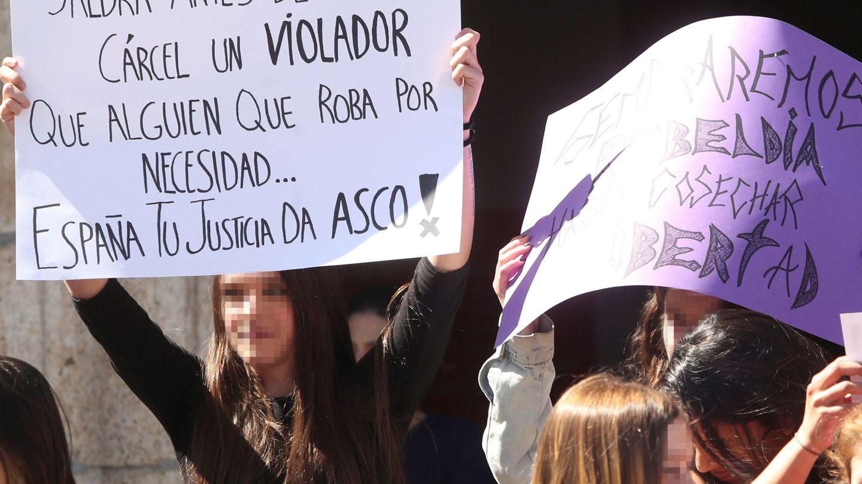 Concentración de estudiantes en Ponferrada en protesta por la sentencia de La Manada. (EFE)