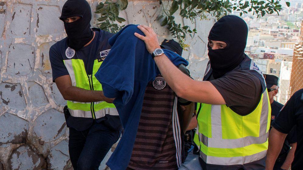Foto: El cerebro de la célula, después de ser detenido por la policía. (Reuters)