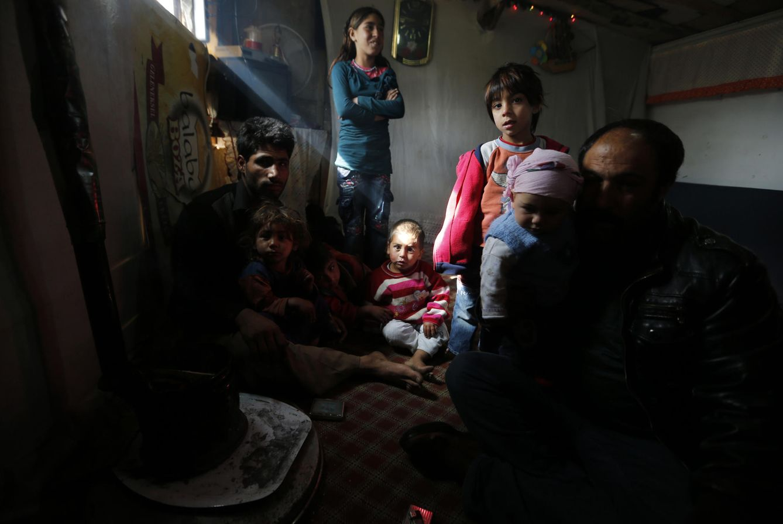 Foto: Refugiados sirios en el interior de sus viviendas temporales en el centro de Ankara (Reuters).