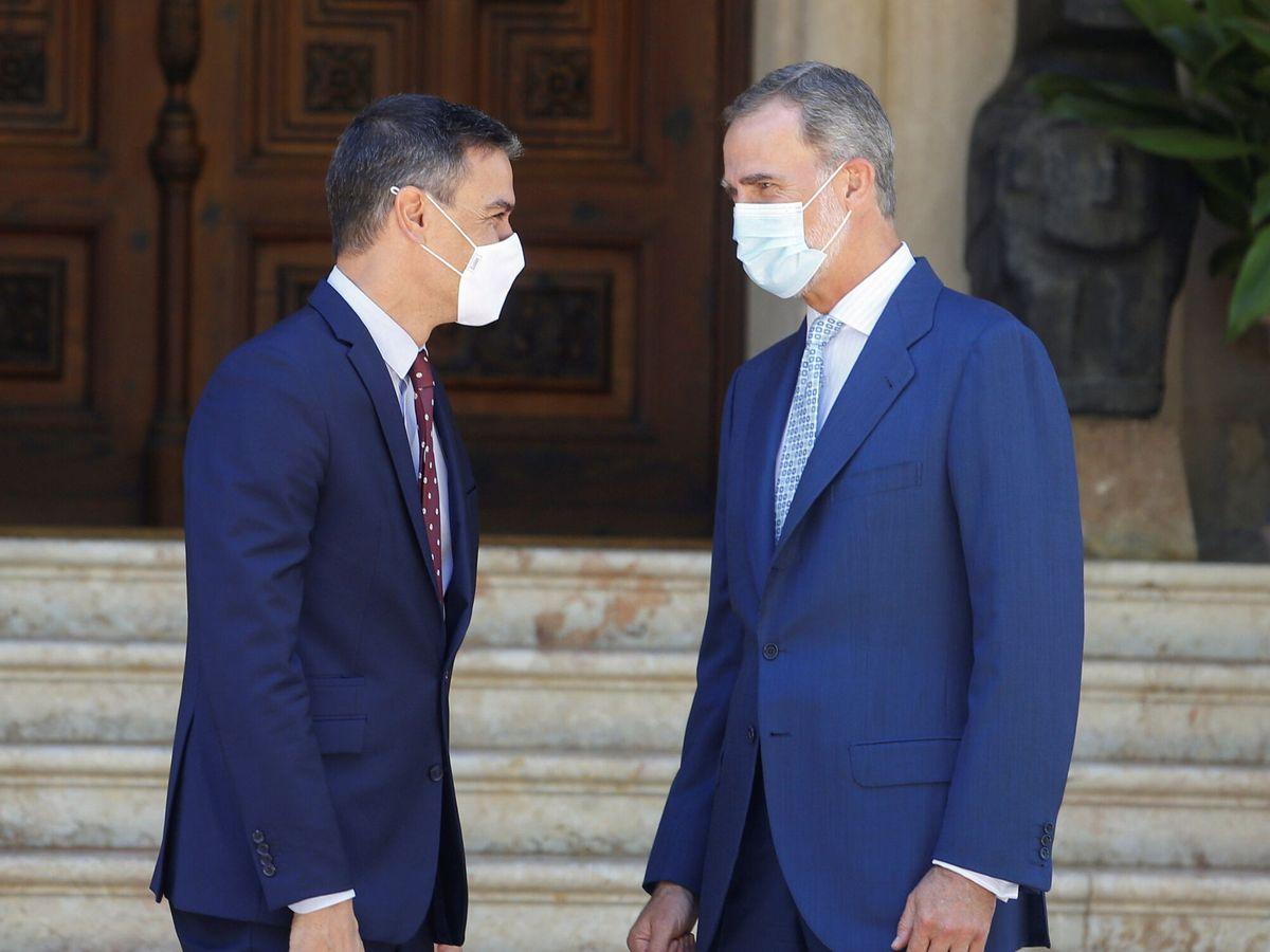 Foto: El presidente del Gobierno, Pedro Sánchez (i), y el rey Felipe VI (d). (Reuters)