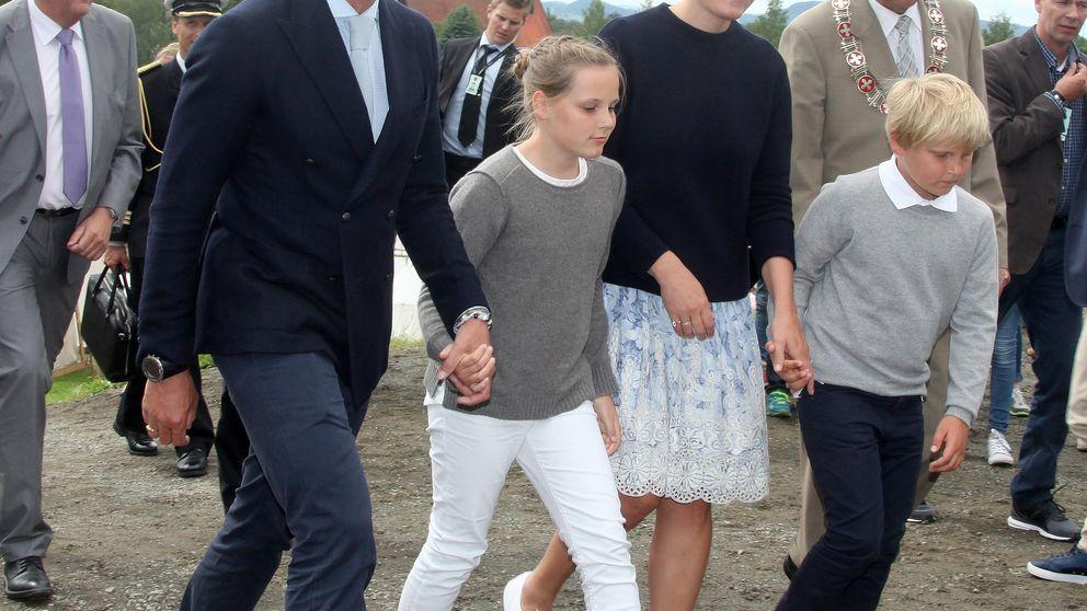 Mette-Marit de Noruega se baja de sus Prada para disfrutar de un día familiar