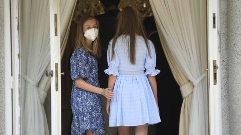 La princesa Leonor, con vestido azul de Mango y pulsera para su primera cita en Barcelona