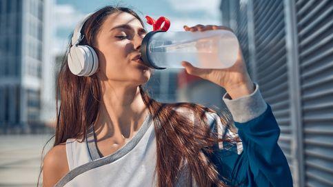 El truco para beber agua de forma habitual con el objetivo de adelgazar