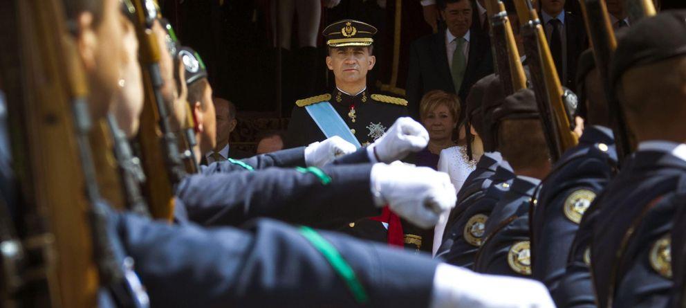 Foto: Desfile militar presidido por el Rey en junio. (EFE)