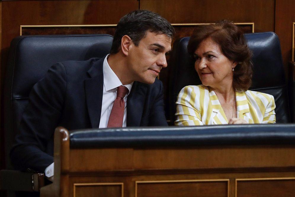 Foto: Pedro Sánchez y su vicepresidenta del Gobierno, Carmen Calvo, este 20 de junio en el Congreso. (EFE)