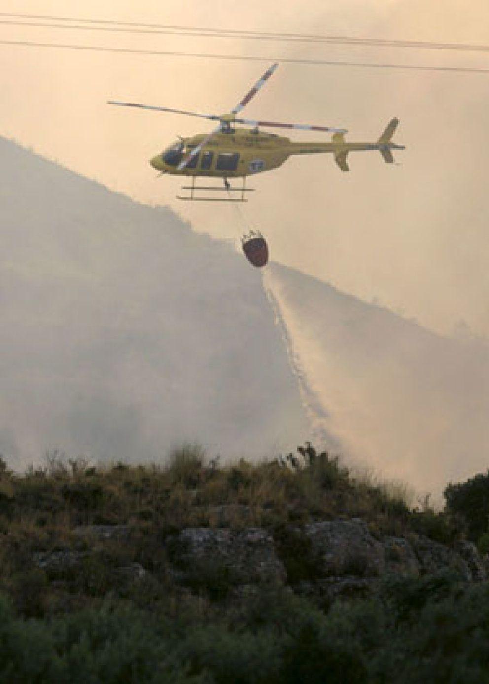 Foto: Muere otro bombero, mientras una quincena de incendios siguen en activo