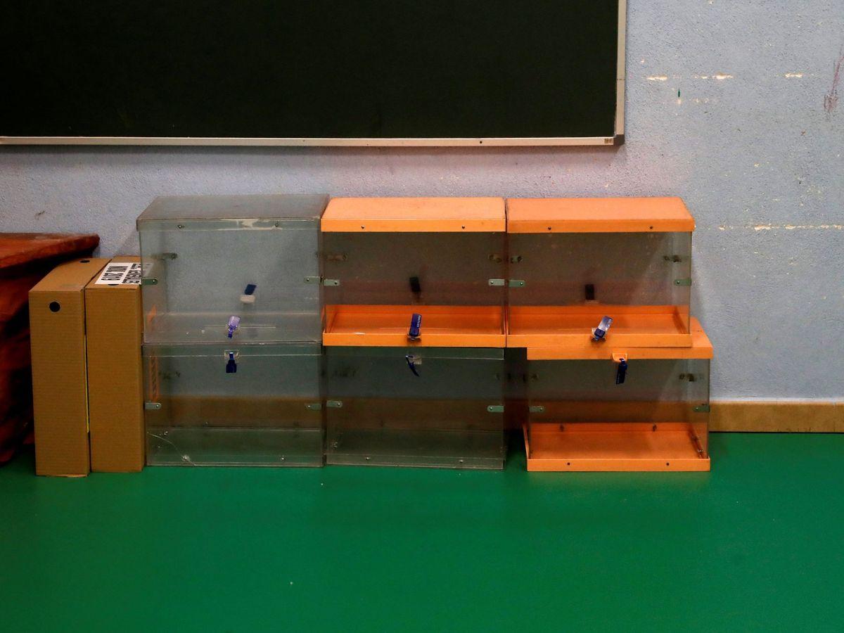 Foto: Urnas vacías en un colegio electoral de Madrid durante las elecciones generales de 2019. (EFE)