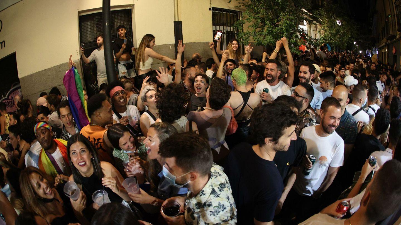 Cientos de personas en Chueca. (EFE)