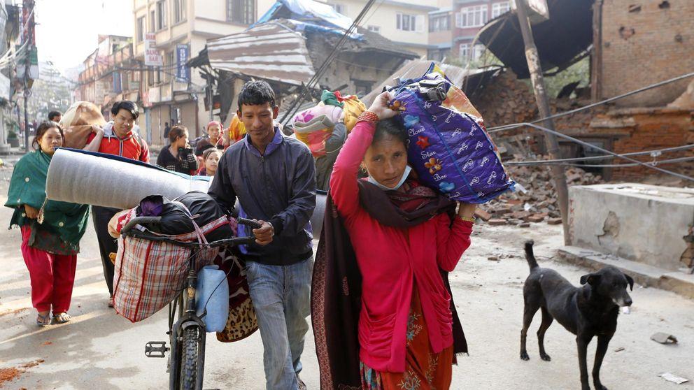 Cientos de miles de nepalíes intentan abandonar Katmandú en medio al caos
