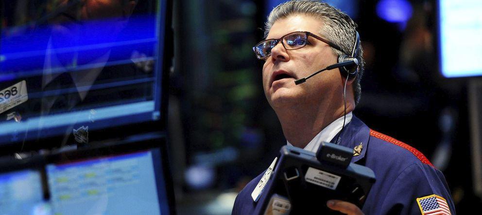 Wall Street se tranquiliza y logra contener las caídas que asolan al resto de bolsas