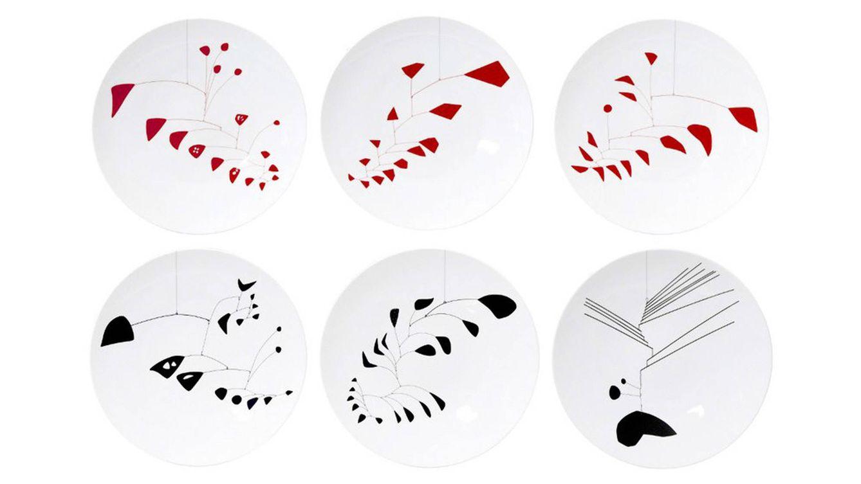 Foto: Imagen del set de platos de Alexander Calder, creados entre 1940 y 1959 (526 €).