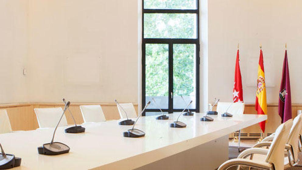 Carmena acaba con la ostentosidad de Ana Botella en su despacho del Ayuntamiento