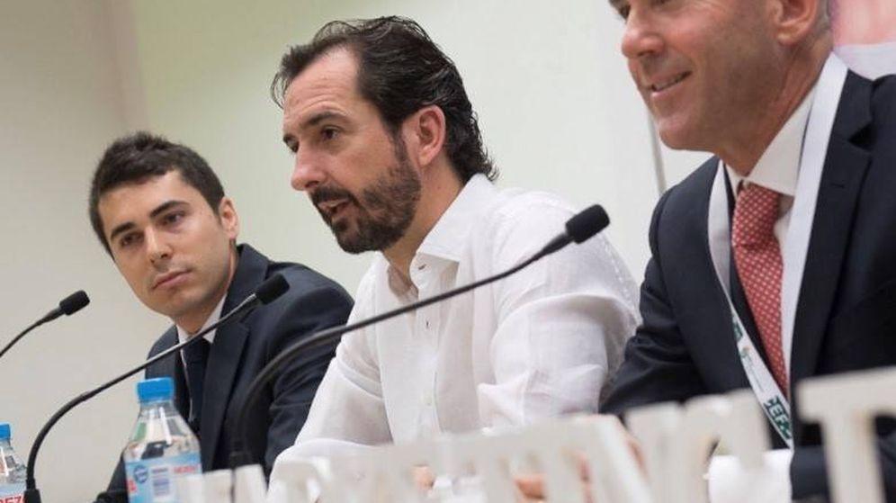 Foto: Arturo de las Heras (centro), Presidente del Grupo Educativo CEF y Universidad UDIMA.