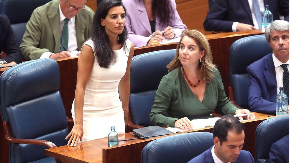 Foto: Rocío Monasterio, en la Asamblea de Madrid. Abajo, Ignacio Aguado. (EFE)