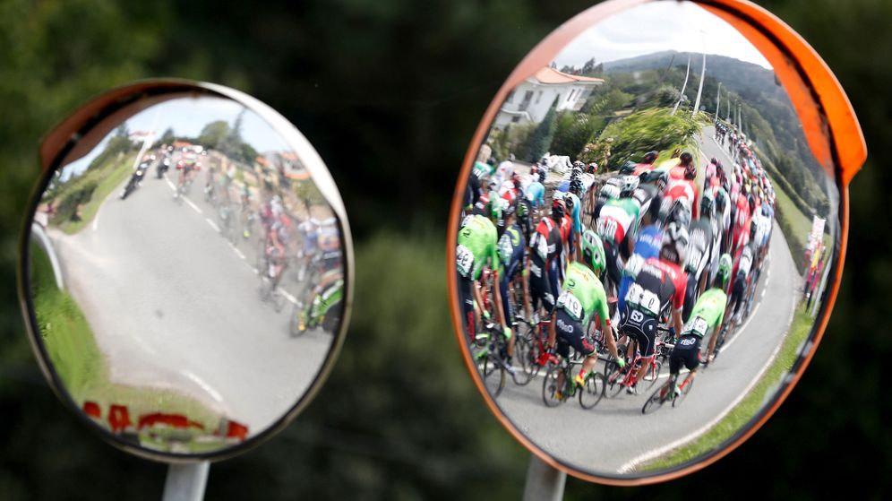 Foto: La Vuelta entra en Asturias. (EFE)