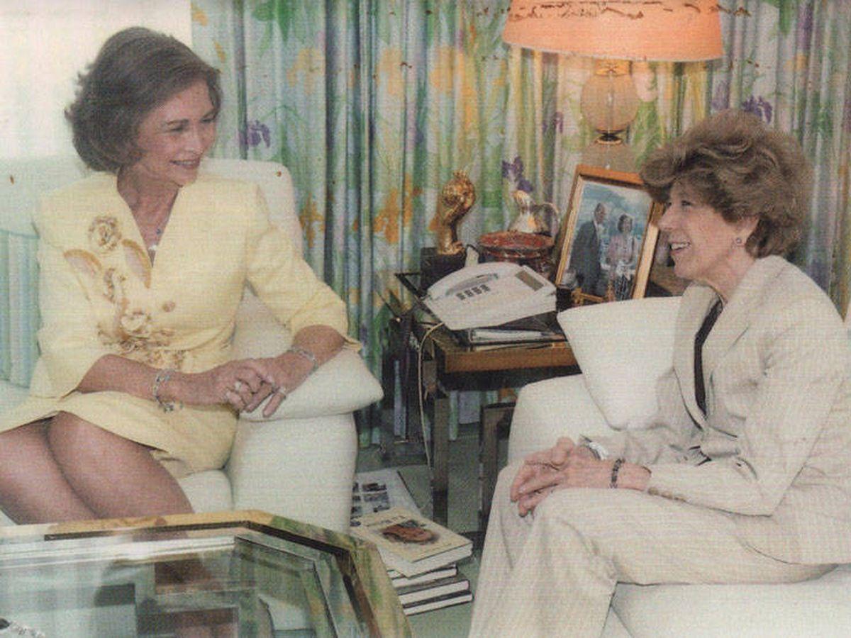 Foto: La reina Sofía y Pilar Urbano. (Dalda, Casa Real)