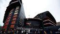 Batalla campal con bengalas entre ultras del Valencia y el Barcelona en Mestalla