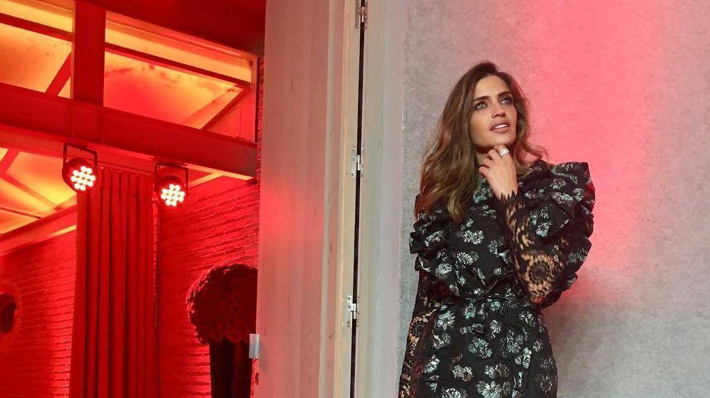 Foto: Sara Carbonero con vestido de Fernando Claro. (Redes)