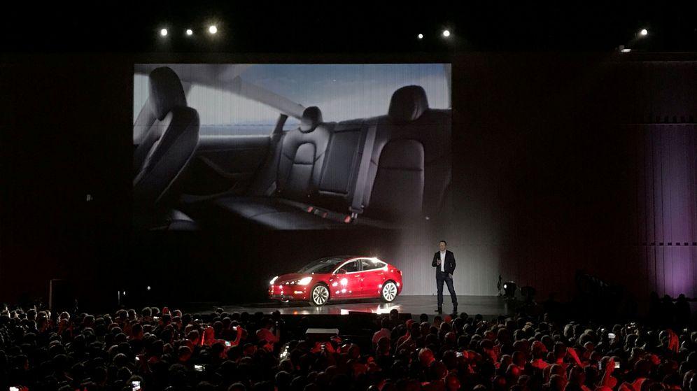 Foto: Elon Musk presenta el Model 3 de Tesla. (Reuters)
