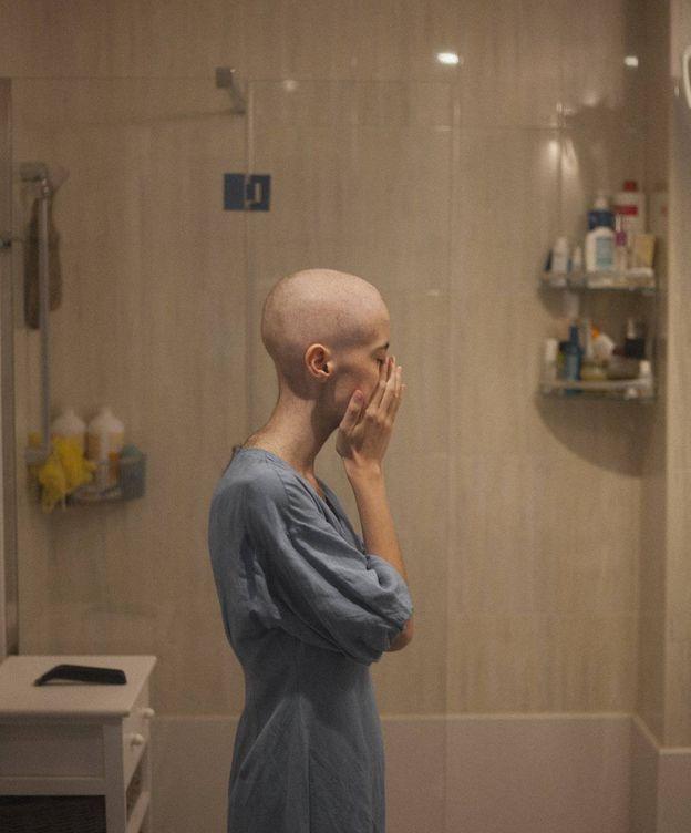 Foto: Olatz, después de raparse el pelo tras la quimioterapia. (Foto cedida)