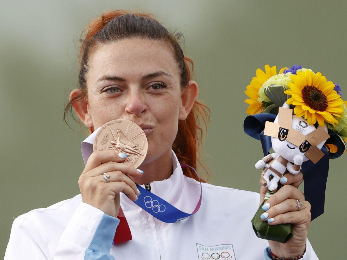 Foto: Alessandra Perilli celebra su medalla de bronce. (EFE)