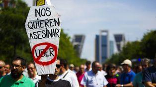 Cinco falacias que conviene evitar en la guerra entre Uber y los taxistas