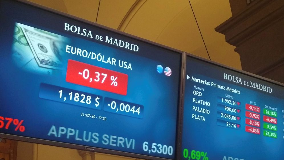 Foto: Paneles con datos en la Bolsa de Madrid. (EFE)