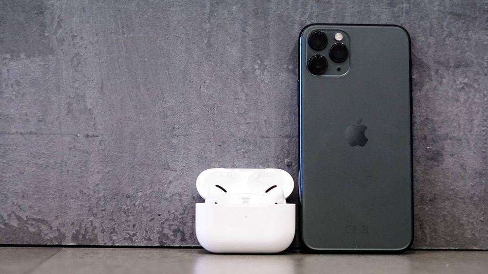 Foto: El iPhone 11 Pro, junto a los AirPods Pro. (M. Mcloughlin)