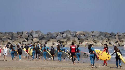 Día para surfistas en San Sebastián