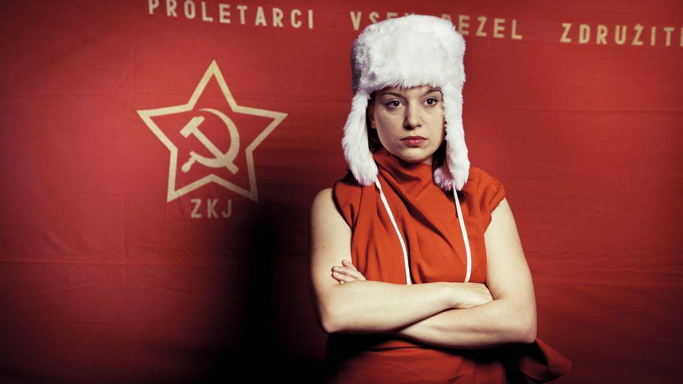 Foto: La mujer de rojo. (iStock)